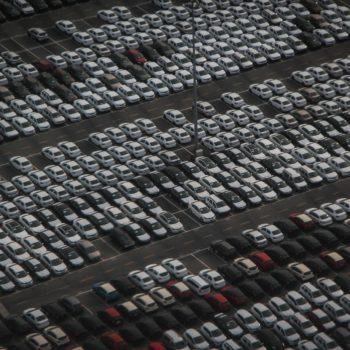Dlaczego warto wybrać parking na lotnisku w Modlinie?